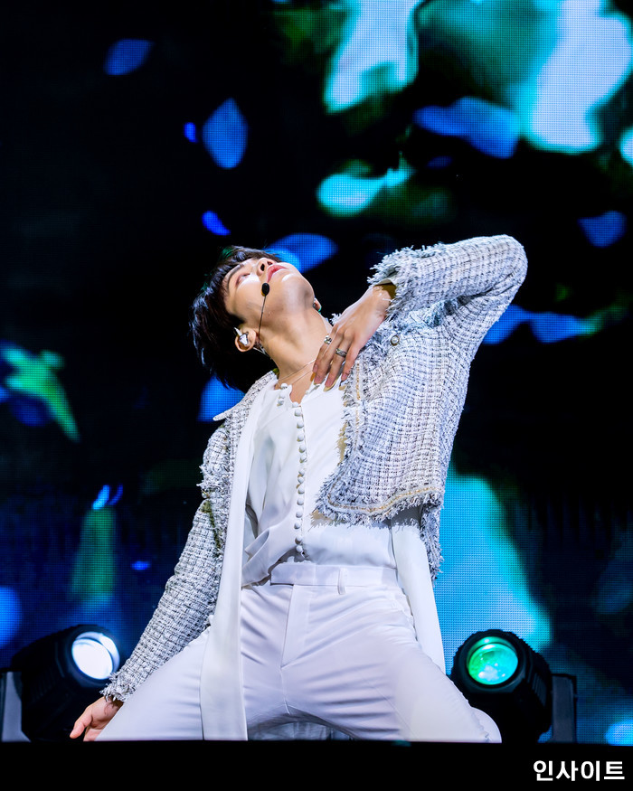 아스트로 라키가 16일 오후 서울 코엑스아티움서 열린 정규1집 'All Light(올라잇)' 발매 쇼케이스에 참석해 공연을 펼치고 있다. / 사진=고대현 기자 daehyun@