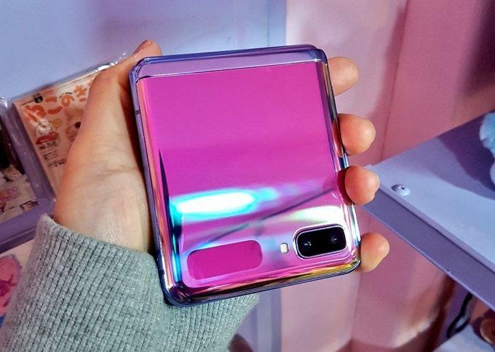 아이폰11보다 더 영롱해 벌써 인기 급등 중인 '갤럭시Z플립' 퍼플 실사 …
