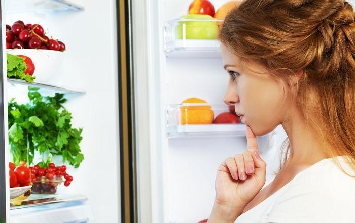 평소 사람들이 자주 먹지만 몸에는 좋지 않은 7가지 음식에 대해 보도했다.