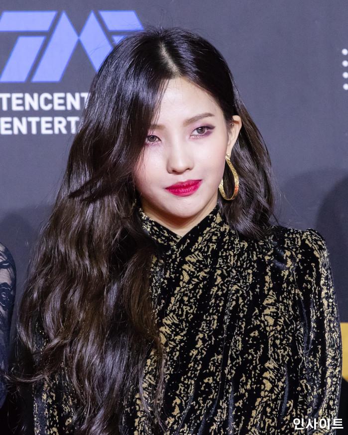 (여자)아이들 소연이 10일 오후 서울 중구 동대문디자인플라자(DDP)에서 열린 2018 MAMA - 엠넷 마마 프리미어 인 코리아 (2018 Mnet Asian Music Awards PREMIERE in KOREA)에 참석해 레드 카펫을 밟고 있다. / 사진=인사이트